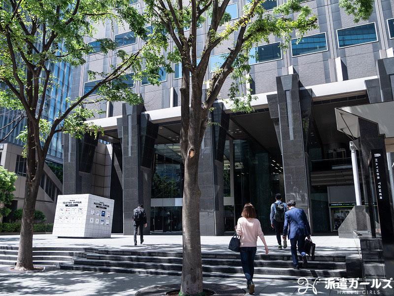 テンプスタッフ新宿総合登録センター「新宿マインズタワー」に出向いている様子