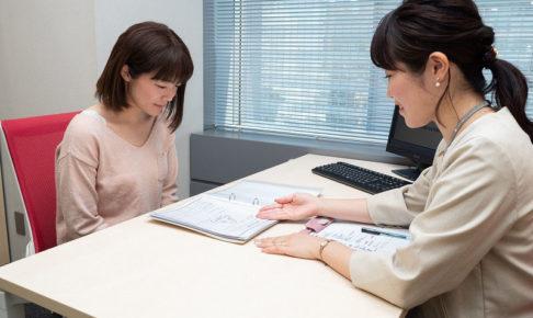 パーソルテンプスタッフの登録会の様子、派遣の仕組みや流れについて派遣登録者に説明している様子